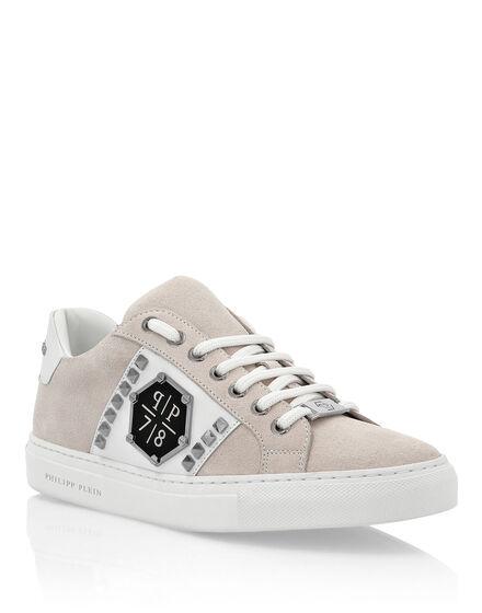 Lo-Top Sneakers