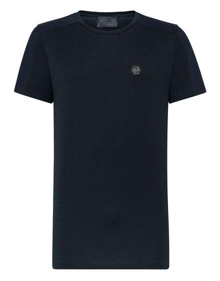 T-shirt Black Cut Round Neck Statement